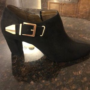 The perfect black bootie!